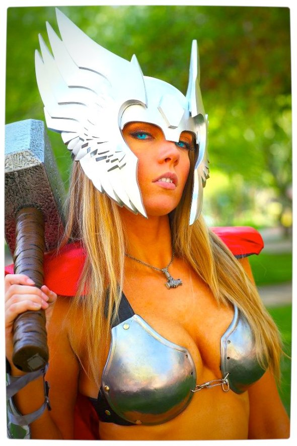 Vamers - Geekosphere - Thorsday - Toni Darling Gender-Bends Thorsday - Toni Darling as Thor 02