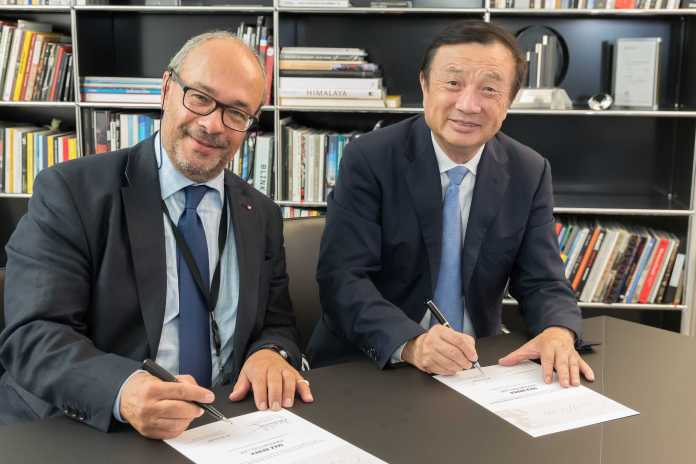 vamers-fyi-gadgetology-huawei-and-leica-open-max-berek-innovation-lab-max-berek-innovation-lab_-signing_ren-zhengfei_dr-kaufmann