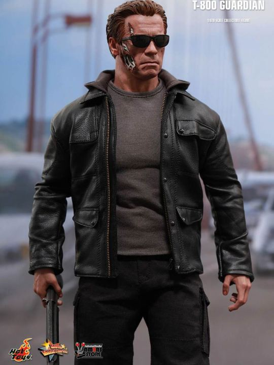Vamers Store - Hot Toys - MMS307 - Terminator Genisys - T-800 Guardian 01