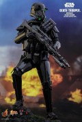 Vamers Store - Hot Toys - MMS399 - Disney's Star Wars Rogue One - Death Trooper Specialist (Deluxe) - 2