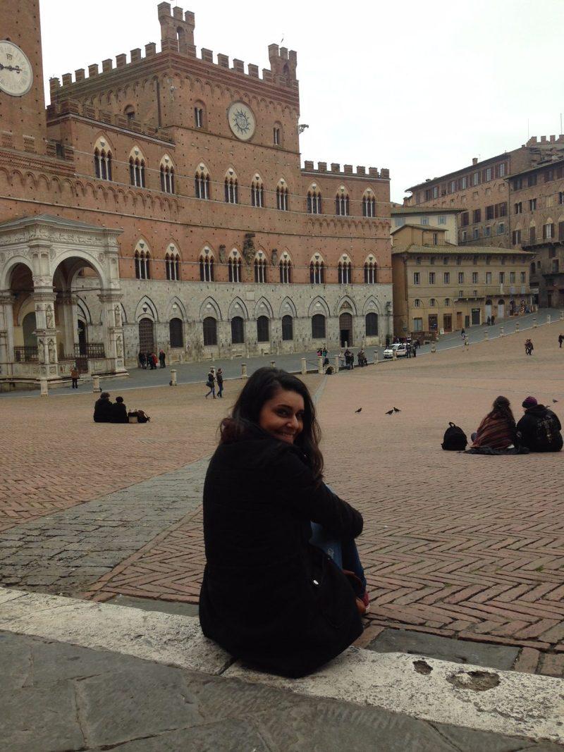 sozinha-siena-italia