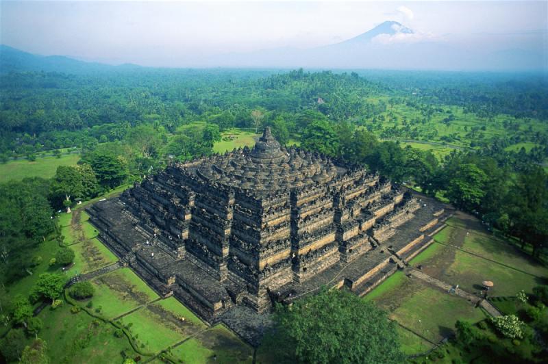 Borobudur, o maior templo Budista do mundo - Java, Indonésia - Maior arquipélago do mundo.