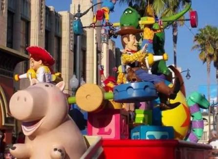 Todo Sobre el Desfile Pixar Play Parade
