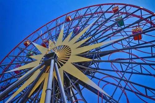Atracciones en Disneyland que te Pueden Marear