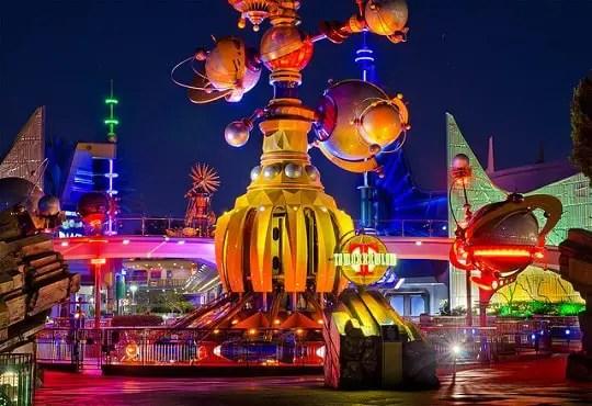 10 Atracciones de Disneyland Para Subir de Noche
