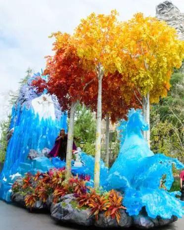 Desfile Magic Happens en Disneyland Frozen 2