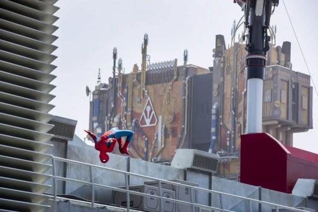 Hombre araña en Avengers Campus Disney California Adventure