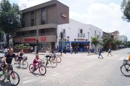 Die Bewohner Guadalajaras nutzen jeden Sonntag die Möglichkeit, Fahrrad zu fahren...