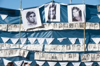 Buenos Aires 30 abril 2017 A 40 años de la primera marcha de las madres de plaza de mayo en la plaza de mayo pidiendo a parición con vidas de sus hijos, hijas e nietos detenidos desaparecidos por la ultoma dictadura civica eclesiastico y militar de la Argentina foto Rolando Andrade Stracuzzi ley 11723