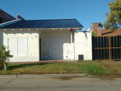 NECOCHEA: Alquilo Casa al Frente Tipo Departamento a 4 cuadras del Mar para 4 personas