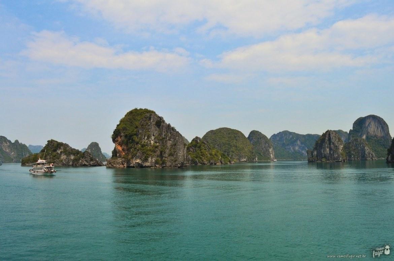 Halong Bay com sol