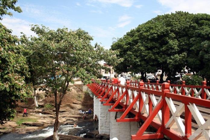 Ponte sobre o Rio das Almas em Pirinipolis