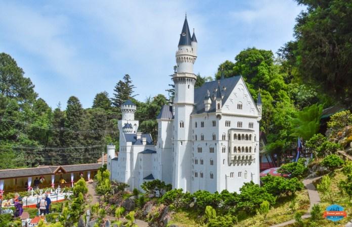 Castelo de Neuschwanstein em miniatura no Mini Mundo