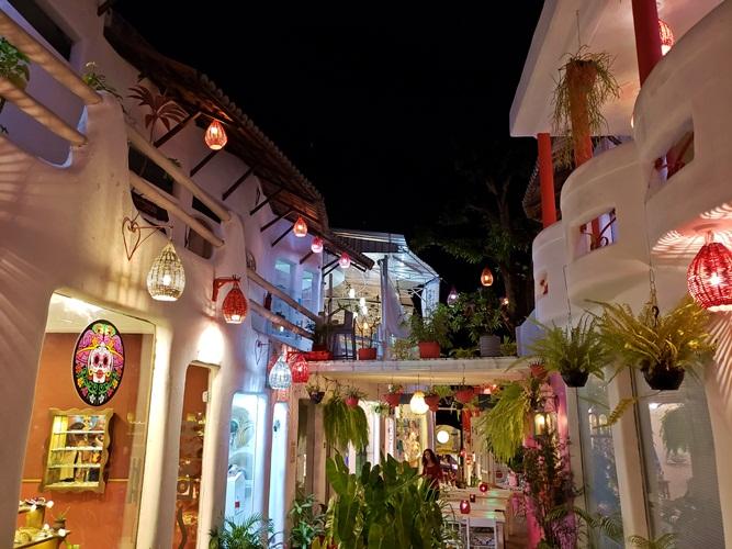 rua em Pipa que parece a Grécia