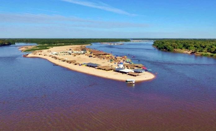 acampamentos no rio aragauia, Aruanã, julho no araguaia