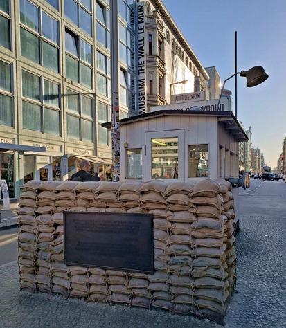 Checkpoint Charlie em Berlim, lugares históricos em Berlim, como conhecer a história de berlim