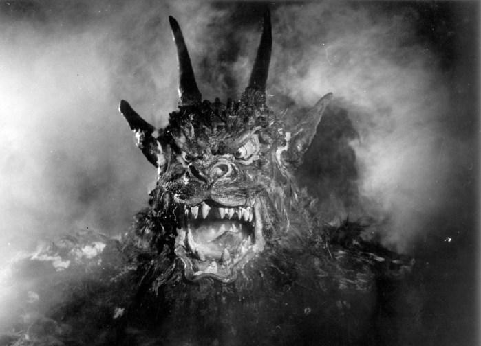 night-of-the-demon-1957-001-demon-00m-fal.jpg