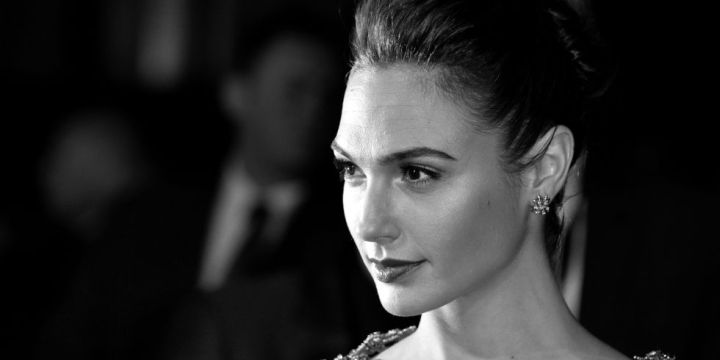Gal-Gadot-Black-and-White-Images
