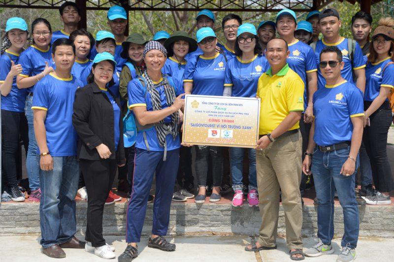 Saigontourist trồng cây vì môi trường xanh