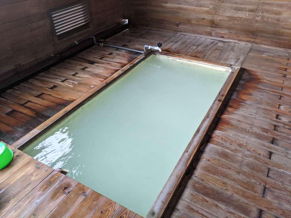 恐山境内の温泉「薬師の湯」:旅の暮らしで見つけたもの