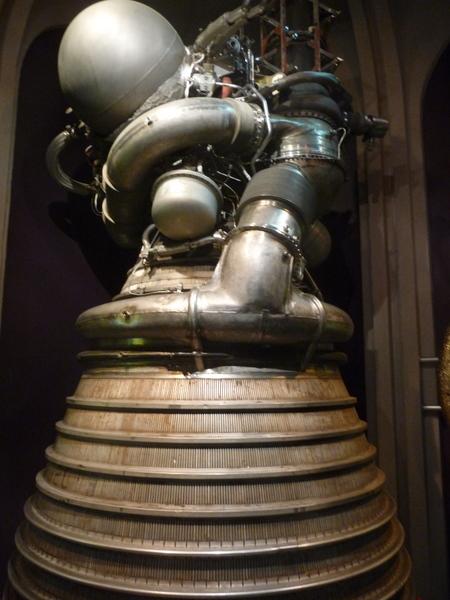 也有登月火箭的推进器实物