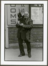 """VPL 88622 """"Man with large camera and microphone in front of signage for rooms"""". Nina Raginsky. 1972."""