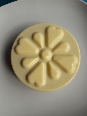 the flan from above with smooth surface