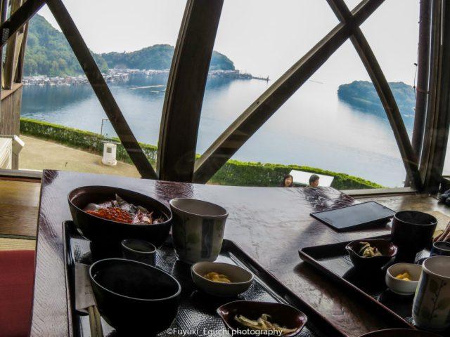 舟屋群を眺めながら食事ができます