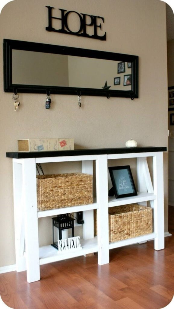 Black And White Entry Table Idea