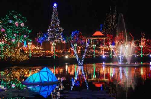 Vandusen festival of lights 2017 vancouver 39 s best places for Botanical garden christmas lights