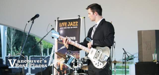Clavinova Jazz Band Guitarist