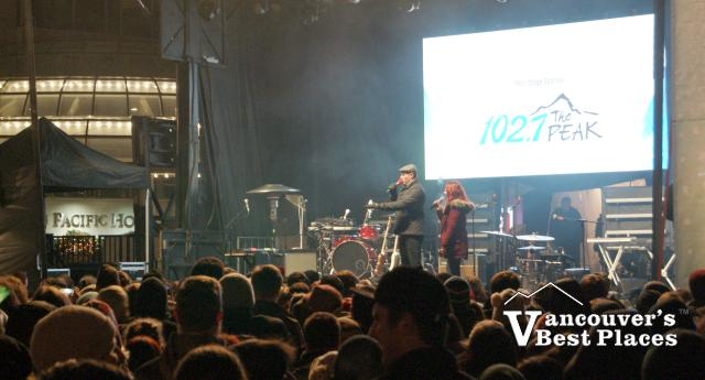 102.7 the Peak New Year's Stage