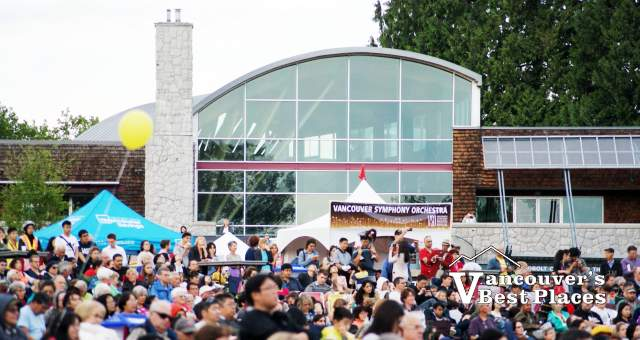 Symphony Crowds at Deer Lake Park