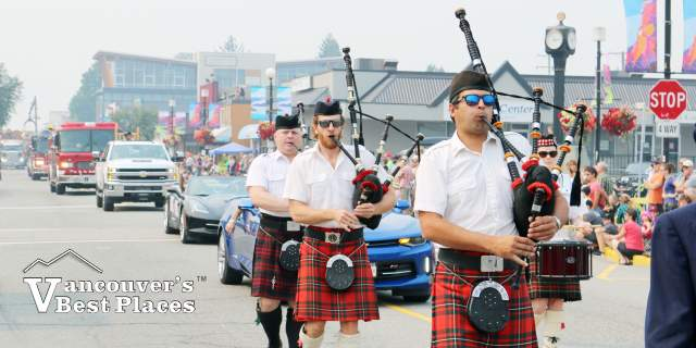 Bagpipers in Squamish Days Parade