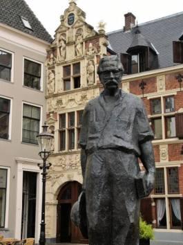 Beeld van Albert Schweitzer in Deventer