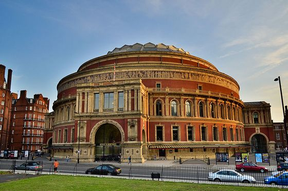 29 maart 1871 koningin victoria opent de royal albert hall for Door 12 royal albert hall