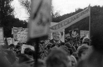 Vredesdemonstratie in Den Haag tegen de plaatsing van kruisraketten