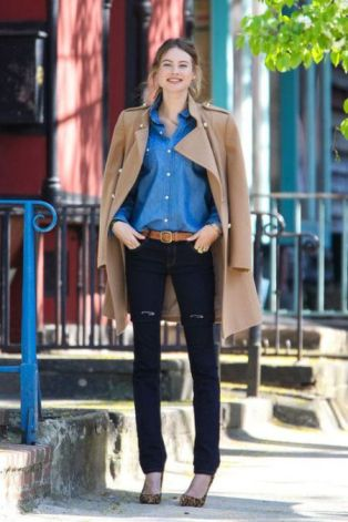 stylechi-behati-prinsloo-street-style-best-looks-victorias-secret-angel-camel-coat-denim-shirt-brown-belt-leopard-heels