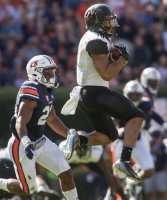 C.J. Duncan (19) makes a catch as Vanderbilt lost to the Auburn Tigers 23-16 at Jordan Hare Stadium Auburn, Al November 4, 2016. (Ziyi Liu/ The Vanderbilt Hustler)