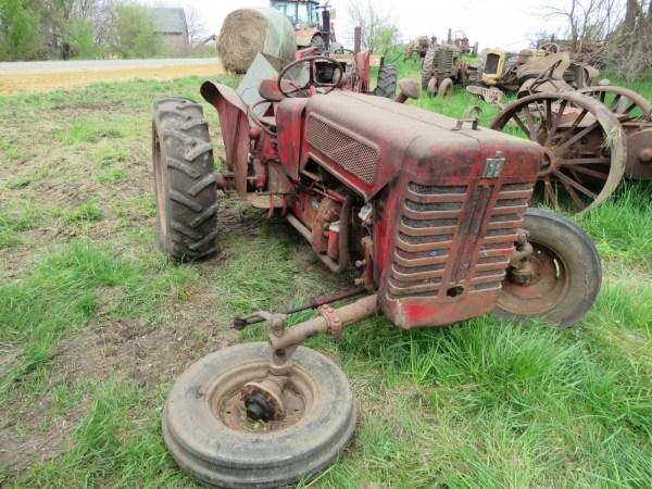 Lot 208s 1961 International B275 Diesel Tractor