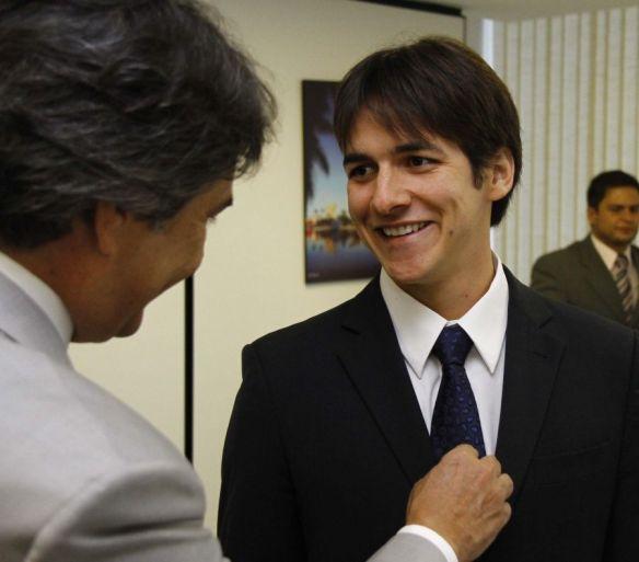 Pedro, ao lado do pai, botou a boca no trombone (Imagem da Internet)