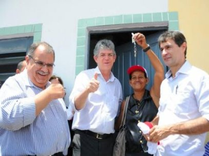 Ricardo entrega casas em CG