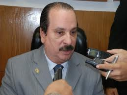 Durval Ferreira preside os trabalhos no Legislativo (Imagem da Internet)
