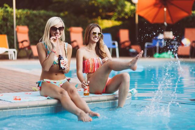 19-poolside-shoot-colorful-summer-swim-kayla-snell-photography-lauren-vandiver--vandi-fair