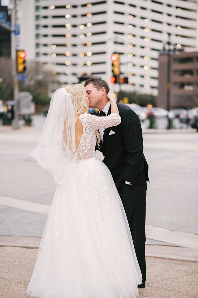 lauren-vandiver-cole-green-wedding-dallas-texas-weddings-vandi-fair-blog-fashion-bridal-blogger-new-years-eve-nye-cinderella-disney-vandigoesgreen-015