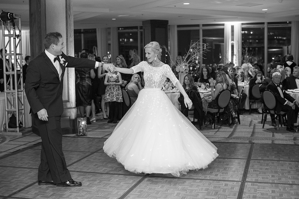 lauren-vandiver-cole-green-wedding-dallas-texas-weddings-vandi-fair-blog-fashion-bridal-blogger-new-years-eve-nye-cinderella-disney-vandigoesgreen-dancing
