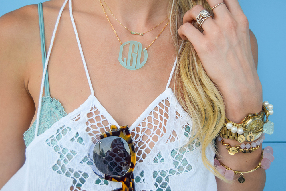 vandi-fair-blog-lauren-vandiver-dallas-texas-fashion-blogger-baublebar-mint-acrylic-monogram-necklace