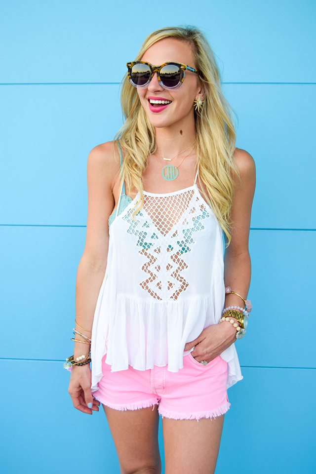 vandi-fair-blog-lauren-vandiver-dallas-texas-fashion-blogger-hudson-jeans-tori-hot-pink-high-rise-denim-cut-off-shorts-nordstrom-ripcurl-vagabond-white-tank-mar-y-sol-ibiza-woven-tote-7