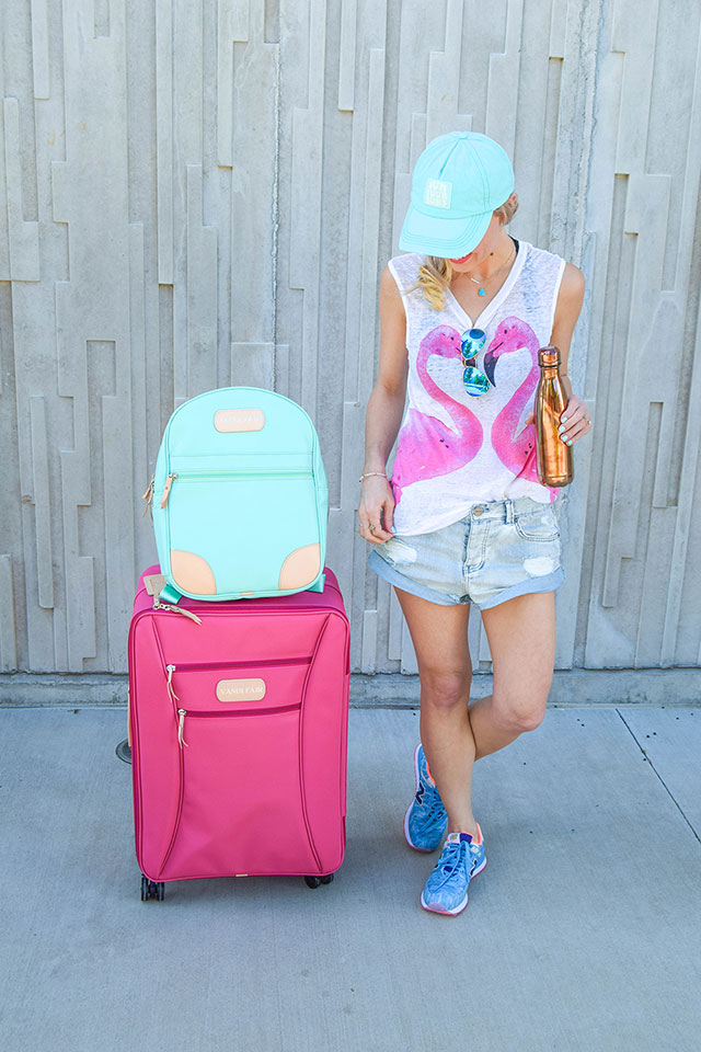 vandi-fair-blog-lauren-vandiver-dallas-texas-southern-fashion-blogger-jon-hart-designs-360-large-wheels-pink-suitcase-custom-monogram-luggage-tag-back-pack-mint-green-1
