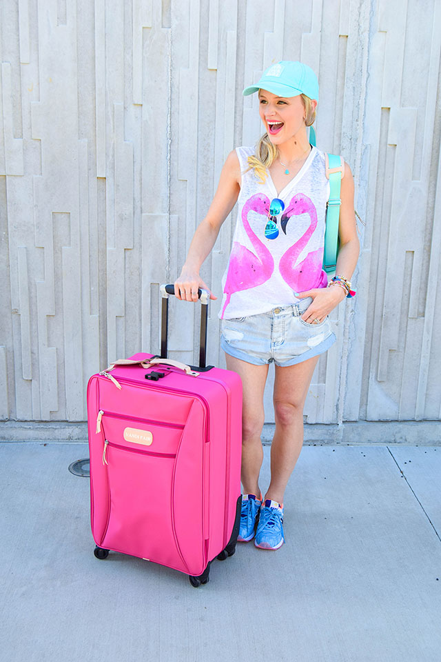 vandi-fair-blog-lauren-vandiver-dallas-texas-southern-fashion-blogger-jon-hart-designs-360-large-wheels-pink-suitcase-custom-monogram-luggage-tag-back-pack-mint-green-6